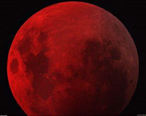 dark_red_moon_2520x2004